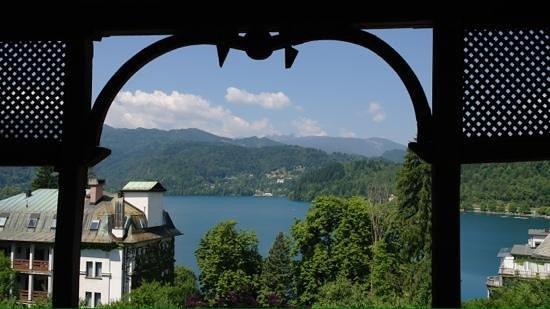 Vila Gorenka: uitzicht vanaf het balkon op het meer van Bled