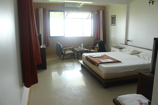 Sanman Beach Resort: Our room