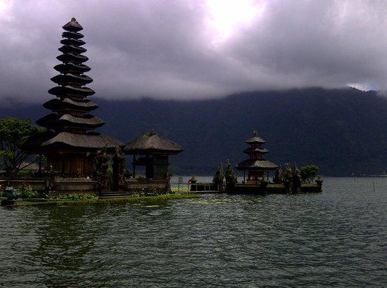 Bali Trust Driver - Private Tours: Ulun Danu Temple on the Lake Bratan,Bedugul