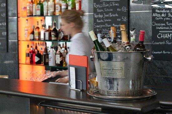 Plaza café bistro bar
