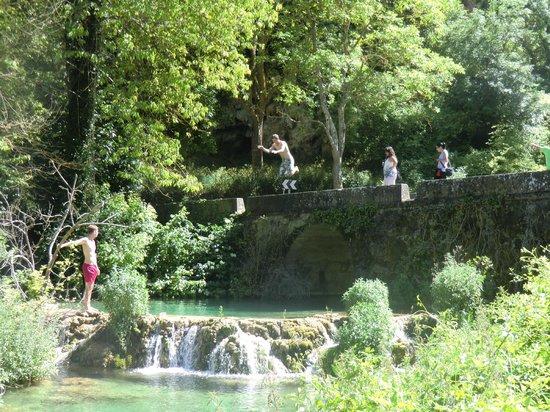 Posada Molino del Canto: Nearby river swimming