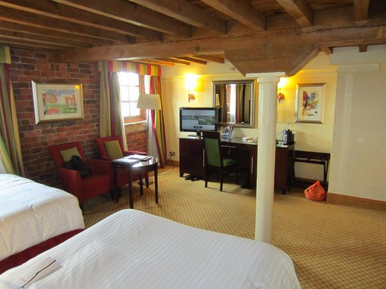 Manchester Marriott Victoria & Albert Hotel: room pic 3