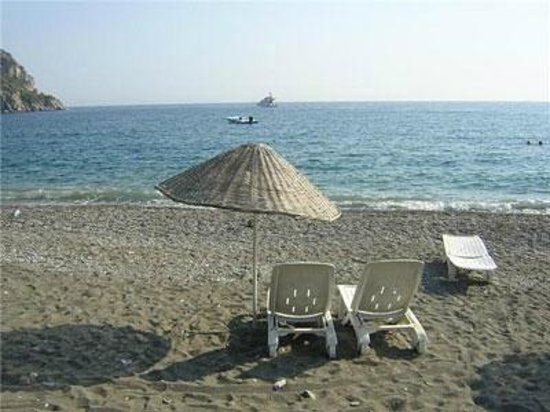 Ozdemir Pansiyon: Most of the time the beach is very silent and the sea is always clean
