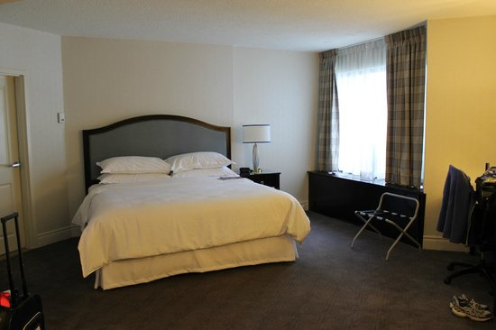 Sheraton Montreal Airport Hotel: Very comfortable bed