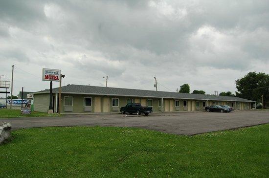 Cahokia, IL: Motel Exterior