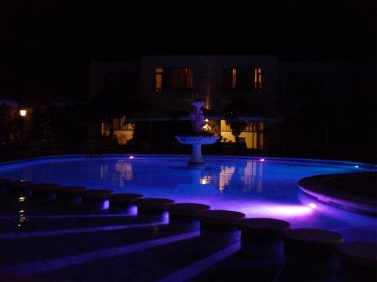 Appartamenti Barbarroja: piscina di sera