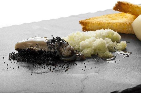 Ristorante L'Arcade: Ostriche vinaigrette allo scalogno, pan brioche tostato e burro leggermente salato