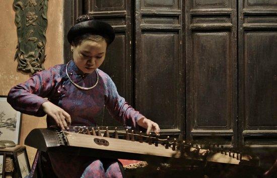 Thang Long Ca Tru Guild : Ca tru performer