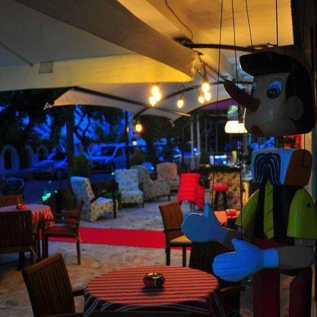 Kosa Hotel: view of bar at night