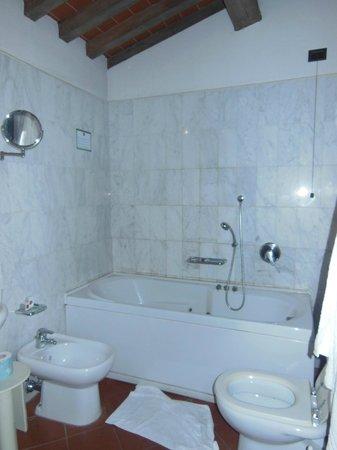 Hotel Panama: baignoire en piteux état