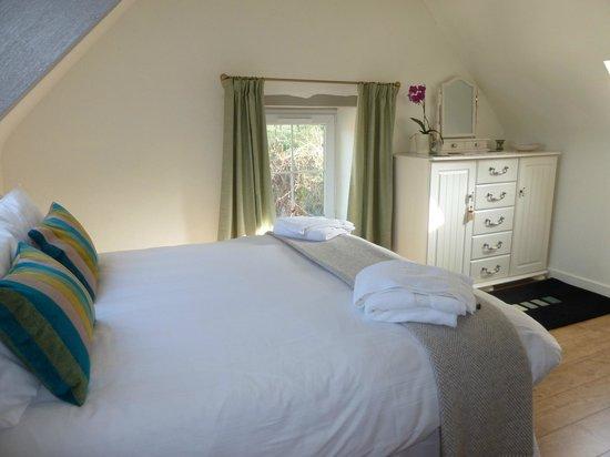 Blaenfforest Cottage Holidays : Granary ensuite Bedroom
