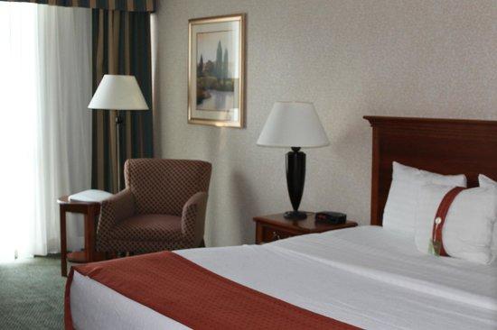 Holiday Inn Cincinnati Riverfront: The room itself