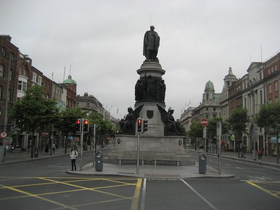 The O'Connell Monument: Early in the morning