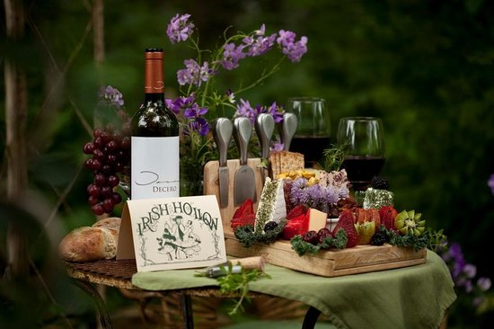 The Inn at Irish Hollow: Enjoy one of the famous wine and cheese pinics curing your stay