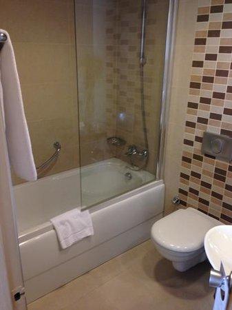 Best Western Plus The President Hotel: bathroom