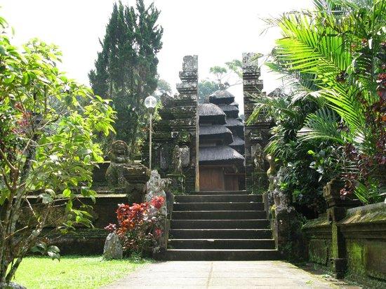Luhur Batukaru Temple: Pura Luhur Batukaru