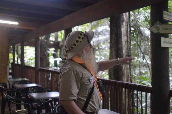 Daintree Discovery Centre: Tour Guide giving an educational talk