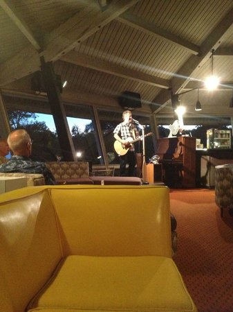 Killarney Mountain Lodge: Andrew Lowe - entertainment