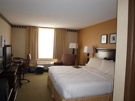 Country Inn & Suites By Carlson, Traverse City: Our room on the 1st floor.