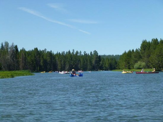 Sunriver Marina: Floating down the DesChutes River