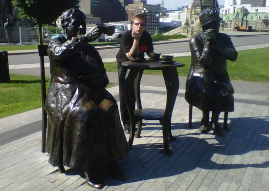 Famous Five Monument: Stop by for a coffee
