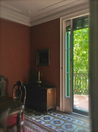 Barcino 147: Lovely Dining Room with French dors leading out to small balcony overlooking a square across the