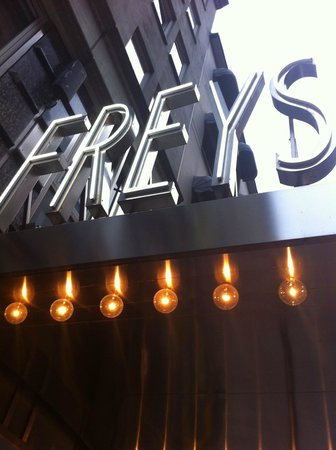 Freys Hotel: Great location and service.