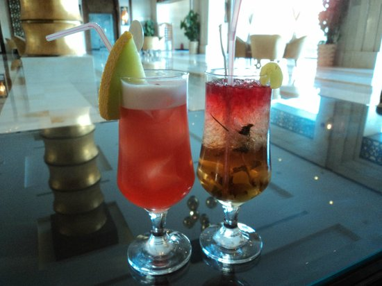 Sunrise Grand Select Arabian Beach Resort: Cocktails - Sunrise & Rum Runner