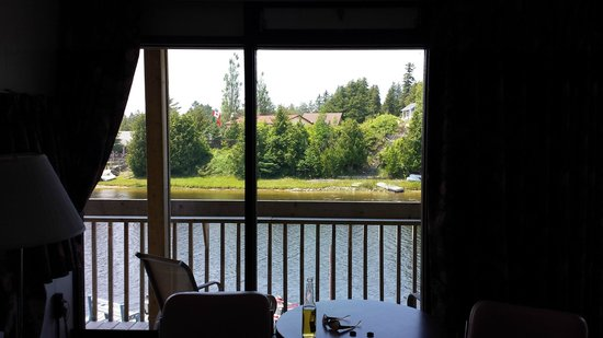 Kit Wat Motel Restaurant & Marina: View from inside room
