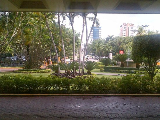 Occidental El Embajador: entrance, view from lobby