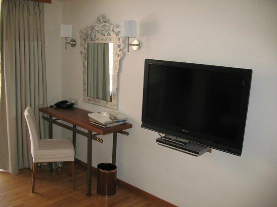 St. Nicolas Bay Resort Hotel & Villas: Die umfangreichen Ablagemöglichkeiten...