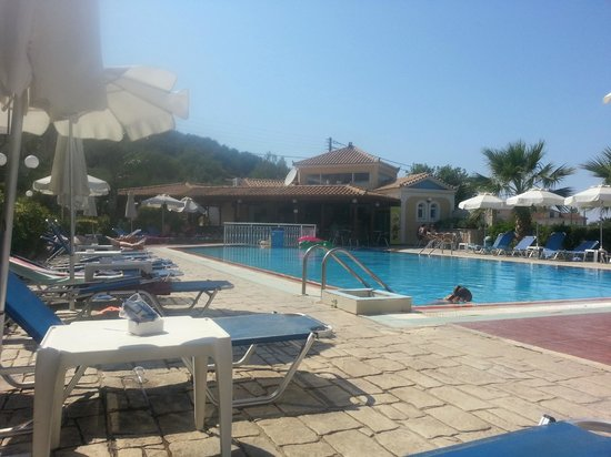 Petros Hotel: Picture of the pool area