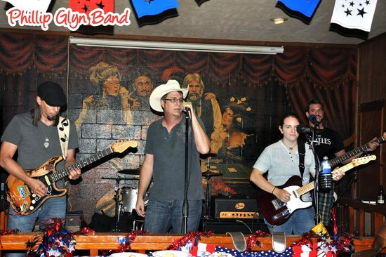 Boudain Hut : Phillip Glyn Band and others play live music 5 nights weekly