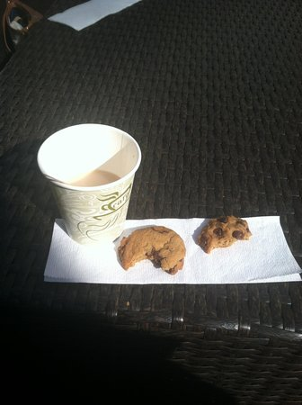 Vineyard Square Hotel & Suites: We never missed 4:00pm Tea & Cookies