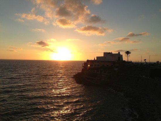 Hotel Nettuno: Panorama dalla camera (tramonto sulla Chiesa del Soccorso)