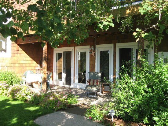 The Master Suite Bed and Breakfast: Private entrance and patio