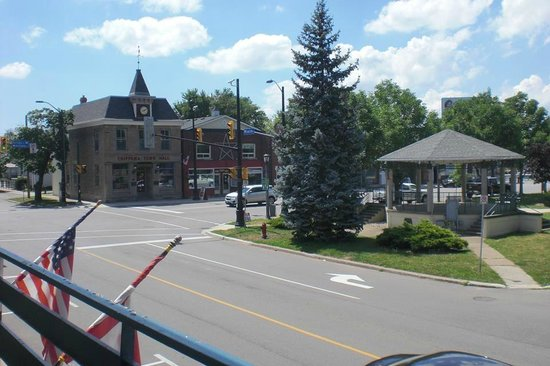 Niagara Parkway Court : View of the Chippawa Village square