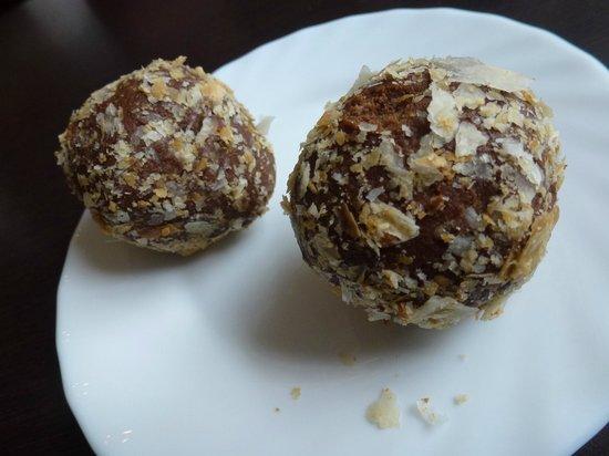 Pagaripoisid Cafeteria Snacks: rum balls