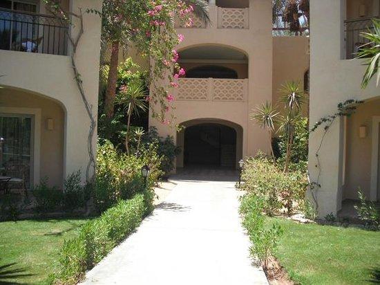 Jaz Mirabel Beach: Entrance to our block