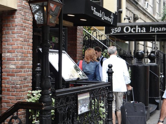 The French Quarters Guest Apartments: Entrado do Hotel