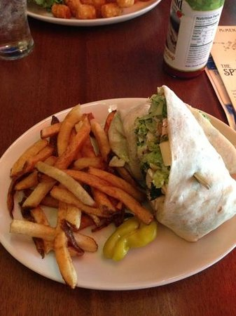 McMenamins Spar Cafe: chicken wrap