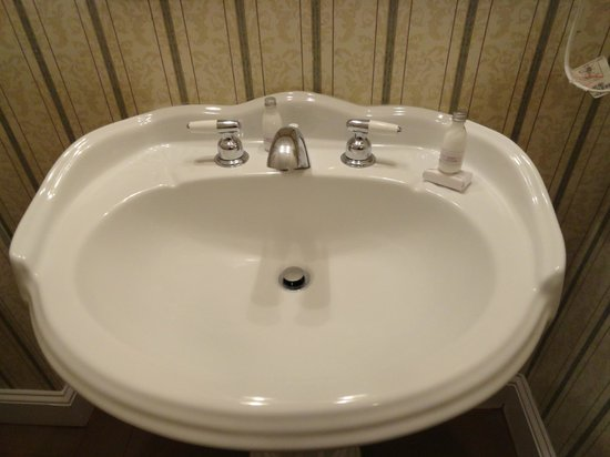 Stanley Hotel: sink room 301