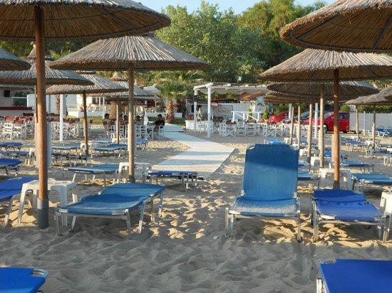 Mango beach bar on Kalogria beach
