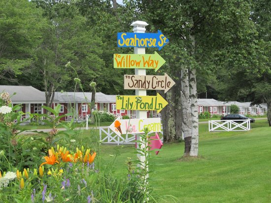 Seahorse Resort: The signs are so cute; reminds me of the Vineyard