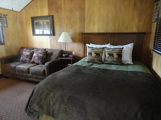Grand Lake Lodge: Cabin nine with bed and sofa bed