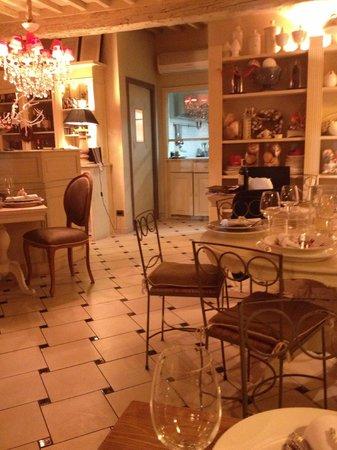 Ristorante Locanda Il Canovaccio: The inside of the restaurant