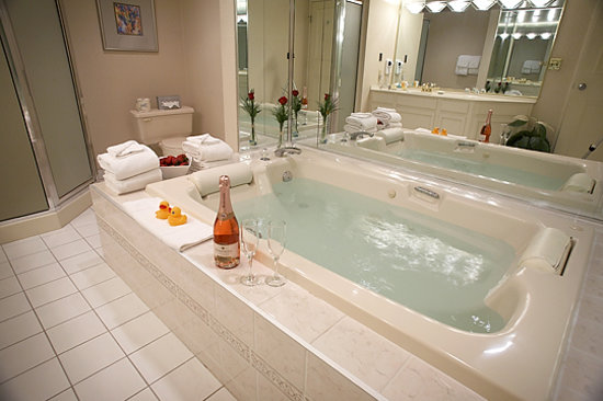Black Knight Inn: Jacuzzi Suite