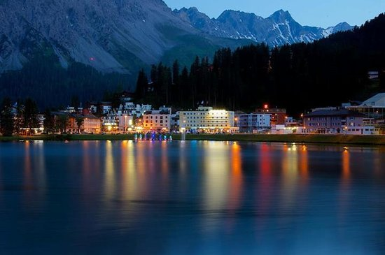 Tschuggen Grand Hotel: The main town of Arosa at night.