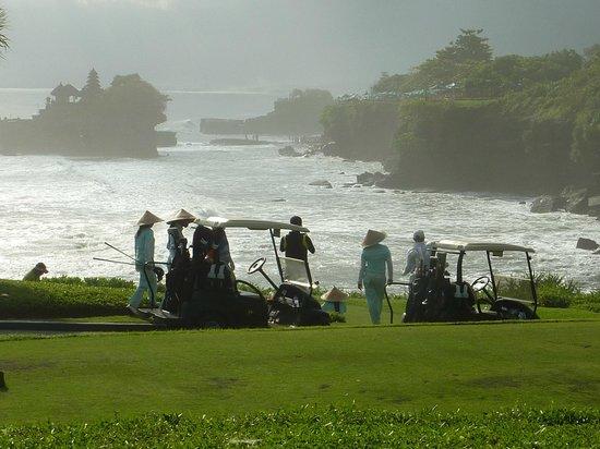 Natya Hotel Tanah Lot: Vue du golf