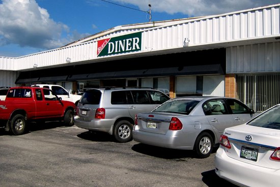 Berty's Diner: Exterior and parking